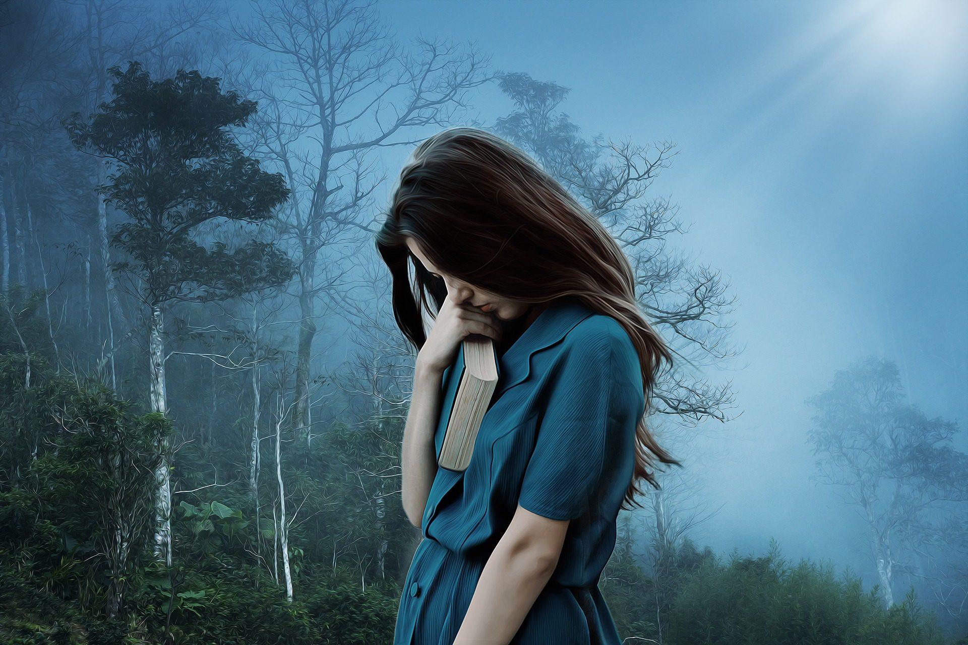 Mezi nejčastější projevy postkovidového syndromu patří únava, vyčerpání, špatná nálada, deprese, poruchy spánku, dušnost, chronický kašel a celkově špatná fyzická i psychická kondice.